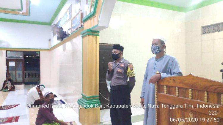 Sholat Tarawih Di Rumah Saja Ungkap Bripka Ahmad Kepada Jamaah Mesjid Al – Hikmah Nangahure.