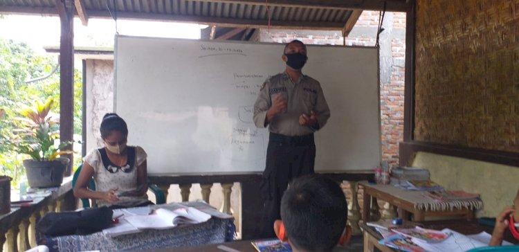 Aipda Darwis Sosialisasikan Adaptasi Kebiasaan Baru Kepada Siswa SDN Kode, Desa Nelle Wutung