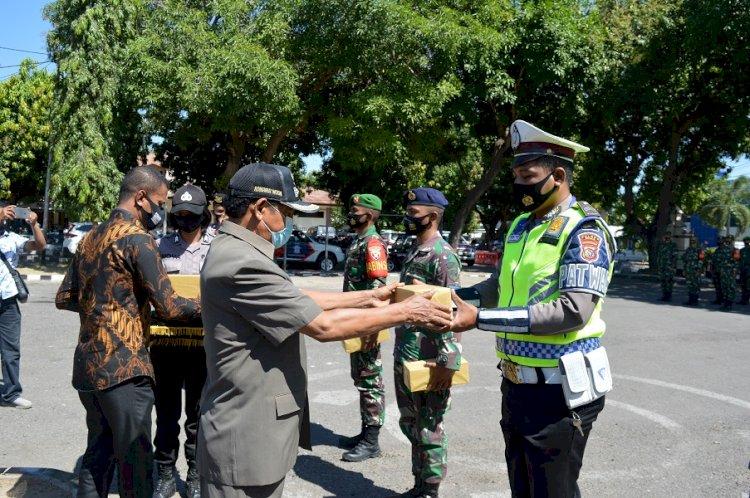 Wakil Bupati Sikka Pimpin Apel Pembagian Masker Serentak  Di Mapolres Sikka