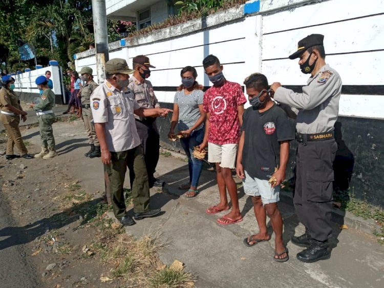 Operasi Yustisi, Masyarakat Yang Tidak Menggunakan Masker Dihukum Membersihkan Sampah Hingga Push Up