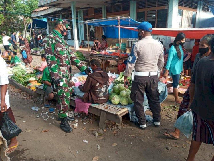 Operasi Yustisi Polsek Waigete Memeberikan Sanksi Sosial Pada Masyarakat Yang Tidak Menggunakan Masker