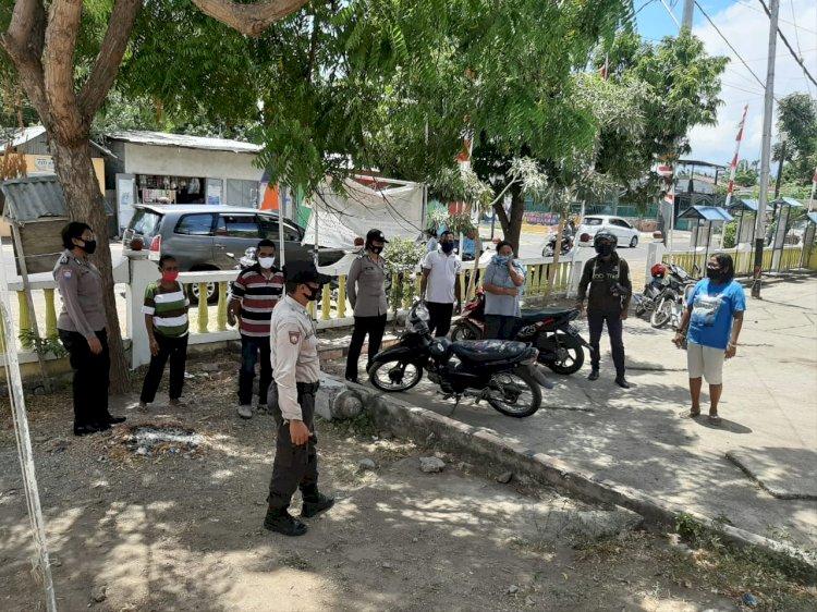 Cegah Covid-19 di Sikka, Satuan Binmas Polres Sikka lakukan Sosialisasi Protokol Kesehatan di Kantor Kelurahan Kabor.