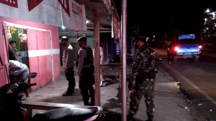 Ipda Ariasa Pimpin Patroli Dan Himbauan Pembatasan Jam Malam Di Seputaran Kota Maumere