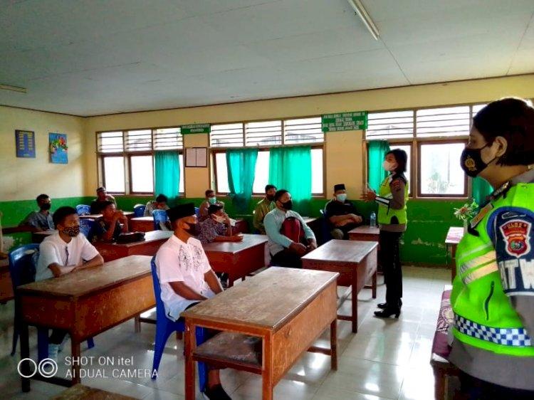 Turun ke Sekolah, Sat Lantas Polres Sikka Sosialisasikan Protokol Kesehatan