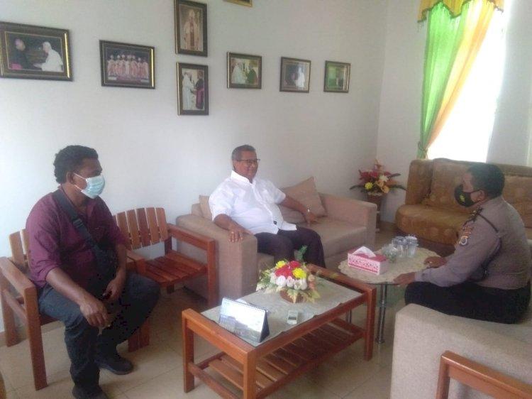Wakapolsek Alok Lakukan Silahturahmi Dengan Uskup Maumere : Mari Kita Bersinergi Menjaga Sitkamtibmas Yang Damai Dan Kondusif Di Sikka