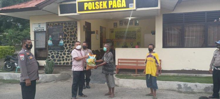 Berbagi Kasih Di Bulan Ramadhan, Kapolres Sikka Berikan Bantuan Sembako Kepada Janda Dan Lansia Di Paga