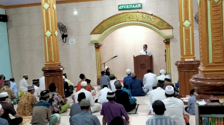 Bulan Ramadhan, Kapolres Sikka Berikan Tausyiah Kepada Jamaah Masjid Al Anshor Kota Uneng