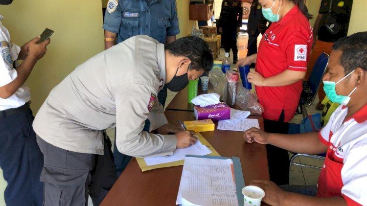 Memperingati Hari Kebangkitan Nasional Anggota Polres Sikka Mengikuti Kegiatan Donor Darah