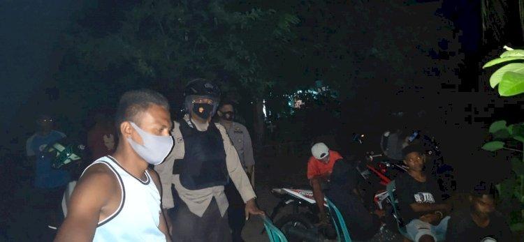 Cegah Gangguan Kamtibmas Dan Covid -19 Anggota Polsek Nelle Lakukan Patroli Dialogis