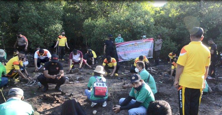 Peduli Lingkungan, Polres Sikka Lakukan Penanaman Mangrove Sambut Hari Bhayangkara ke-75