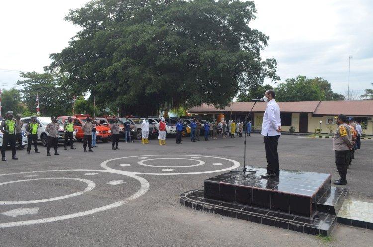 Lonjakan Kasus Covid-19, Polres Sikka Gandeng Pemerintah dan TNI, Lakukan Penyemprotan Disinfektan Massal