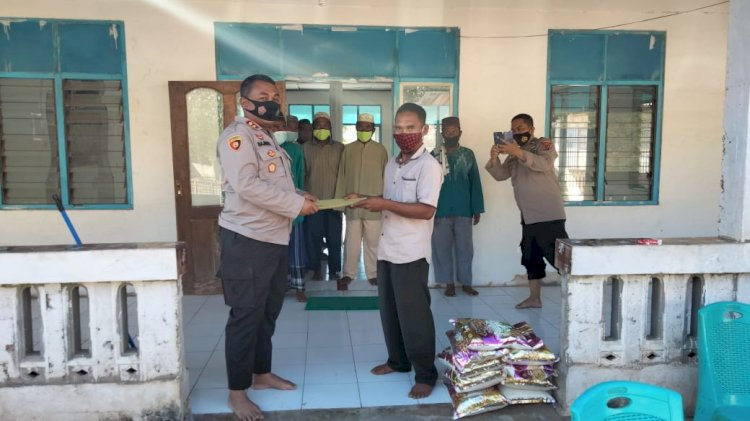 Kunjungi Wilkum Polsubsektor Nebe, Kapolres Berikan Bantuan Kepada Takmir Masjid Baitussodiq Tanadewa