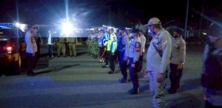 Petugas Gabungan Di Sikka Gelar Patroli Gabungan Saat PPKM Level 4