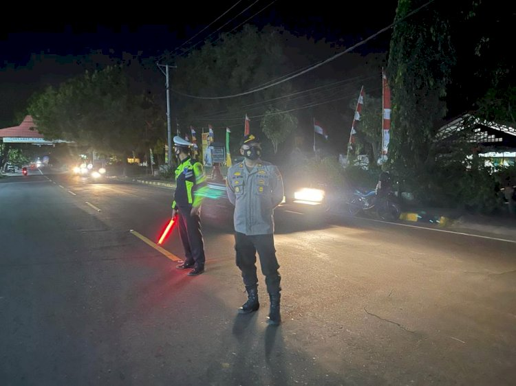 Tekan Mobilitas Masyarakat, Polres Sikka Penyekatan Akses Jalan Selama PPKM Level 4