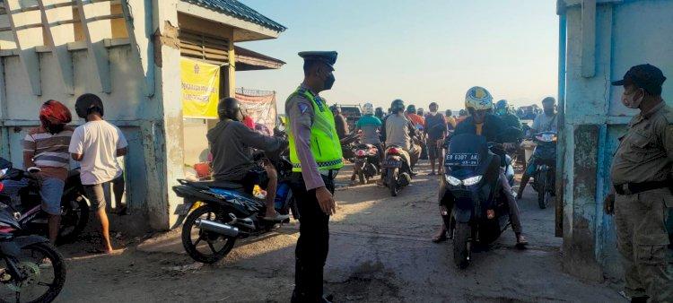 Pendisiplinan prokes ipda anshari pimpin patroli di sekitaran kota maumere
