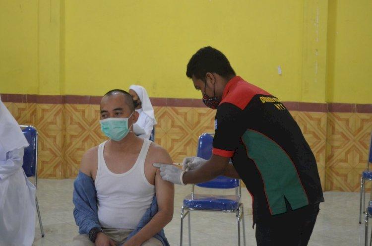 Polres Sikka laksanakan penyuntikan dosis ke dua Vaksinasi untuk Tokoh Agama dan Masyarakat