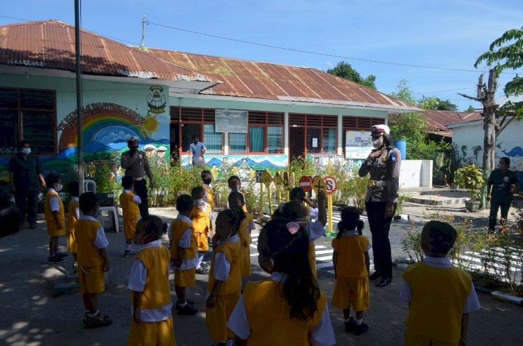 Operasi Patuh, Unit Kamsel Sat Lantas Ajarkan Pendidikan Lalu Lintas Kepada Anak TK Bhayangkari 07 Maumere