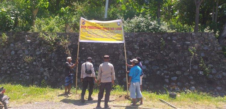 Operasi Bina Karuna, Personil Polsek Bola Pasang Spanduk Himbauan Karhutla