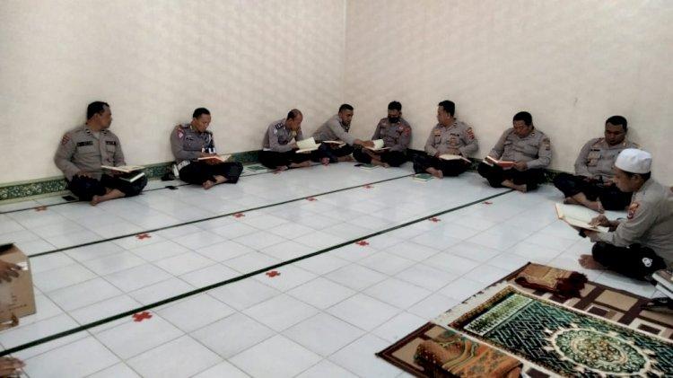 Tingkatkan Keimanan, Polres Sikka Rutin Laksanakan Pembinaan Rohani (Binroh)