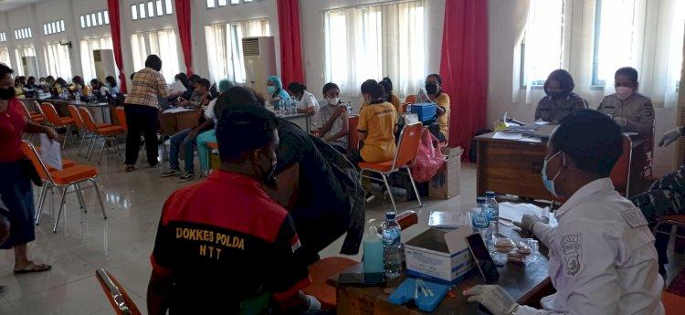 1.100 Vaksin Dosis II diberikan kepada masyarakat dalam Vaksinasi Merdeka di UNIPA