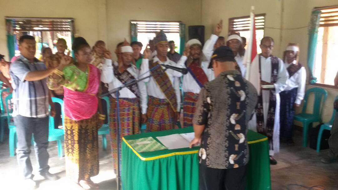 Sinergitas Polri-Pemdes di Sikka, Kapolsek Bola Hadiri Pelantikan Anggota BPD Desa Wolonterang
