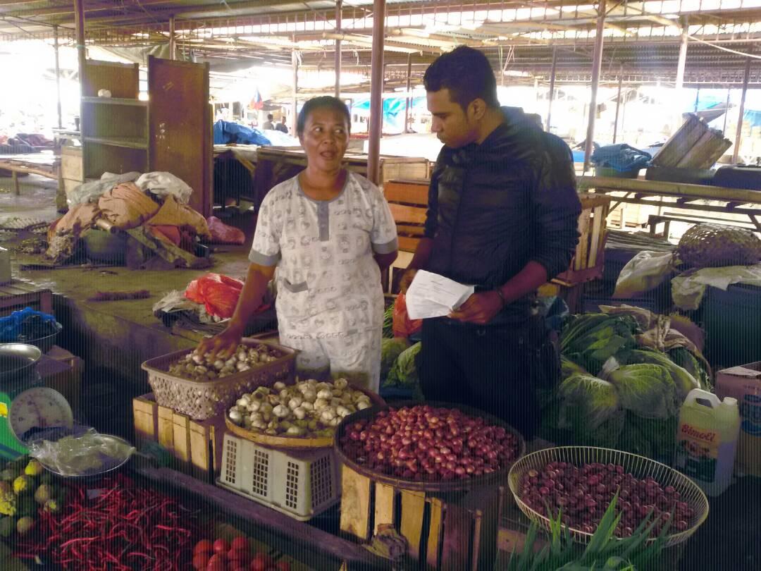 Satgas Pangan Polres Sikka Pantau Harga Bahan Pangan di Pasar