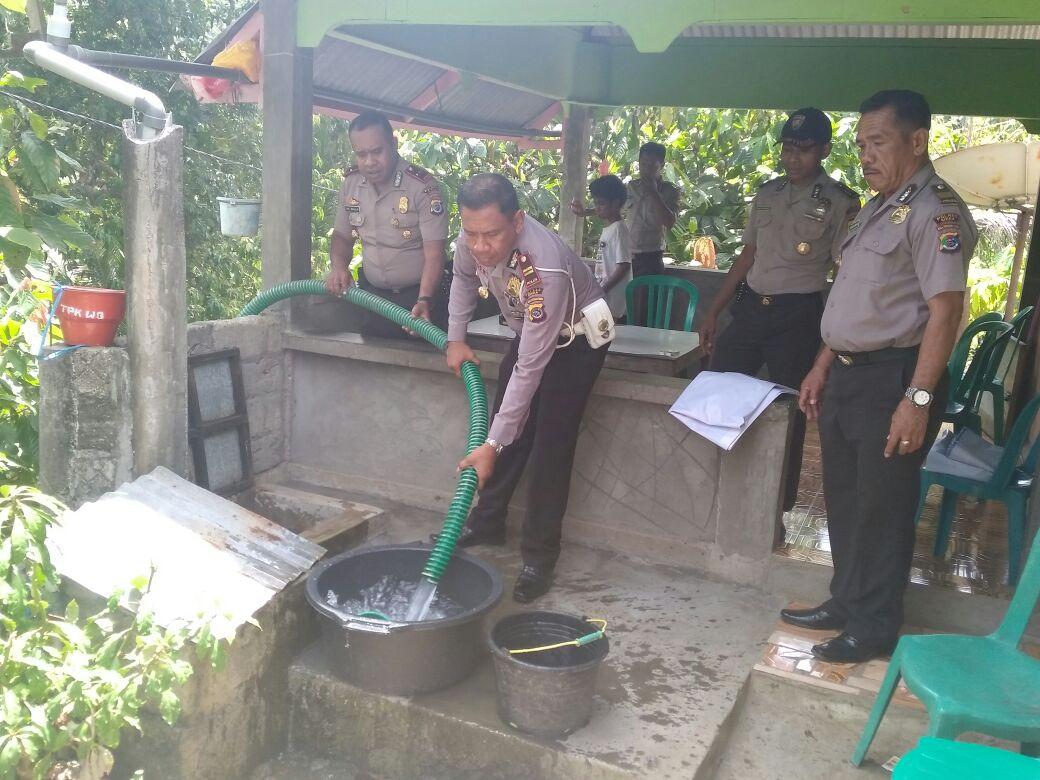 Sambut HUT Polantas ke 62, Polres Sikka Bagikan Air Bersih Pada Warga